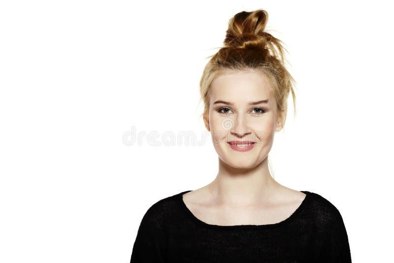Download Retrato de una mujer joven foto de archivo. Imagen de muchacha - 44854992