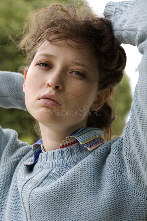 Download Retrato de una mujer joven imagen de archivo. Imagen de azul - 7277133