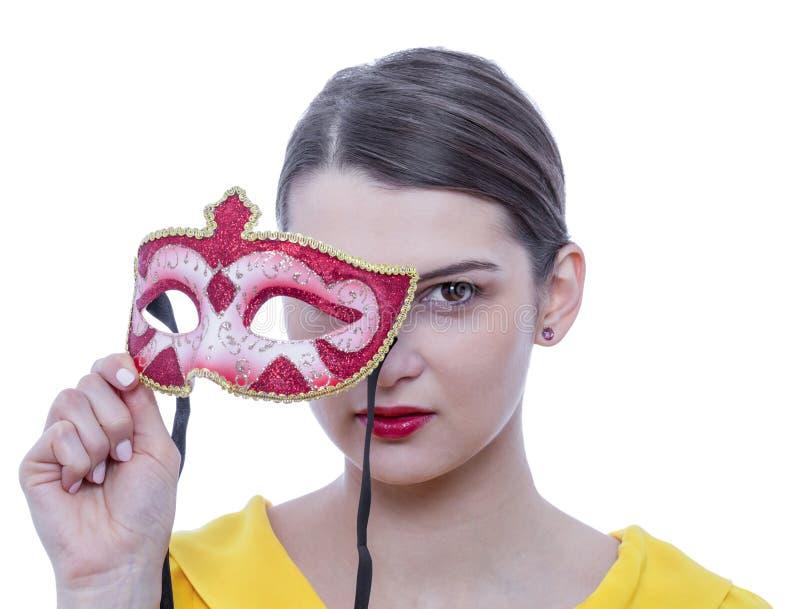 Retrato de una mujer joven con una máscara fotografía de archivo