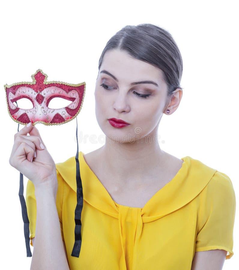 Retrato de una mujer joven con una máscara fotos de archivo