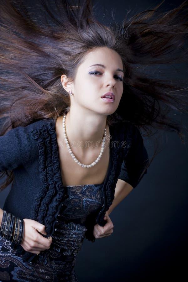 Retrato de una mujer joven hermosa imagen de archivo libre de regalías
