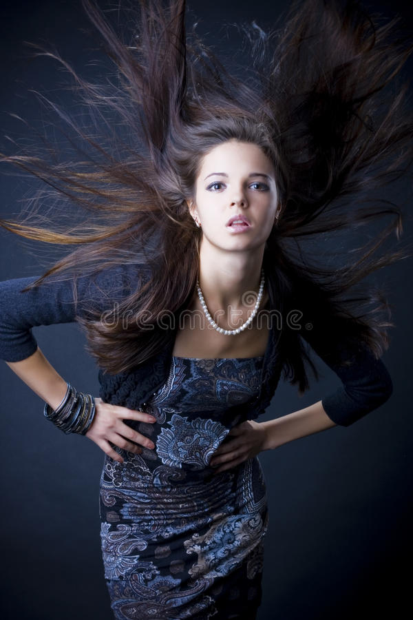 Retrato de una mujer joven hermosa foto de archivo
