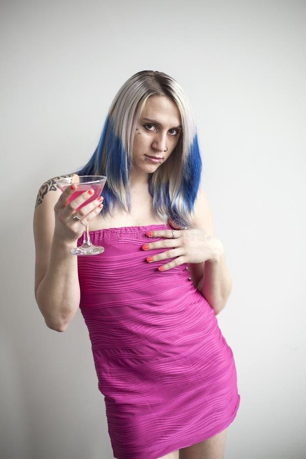 Mujer Joven Hermosa Con El Vestido Azul Del Pelo Y Mismo Del Rosa ...