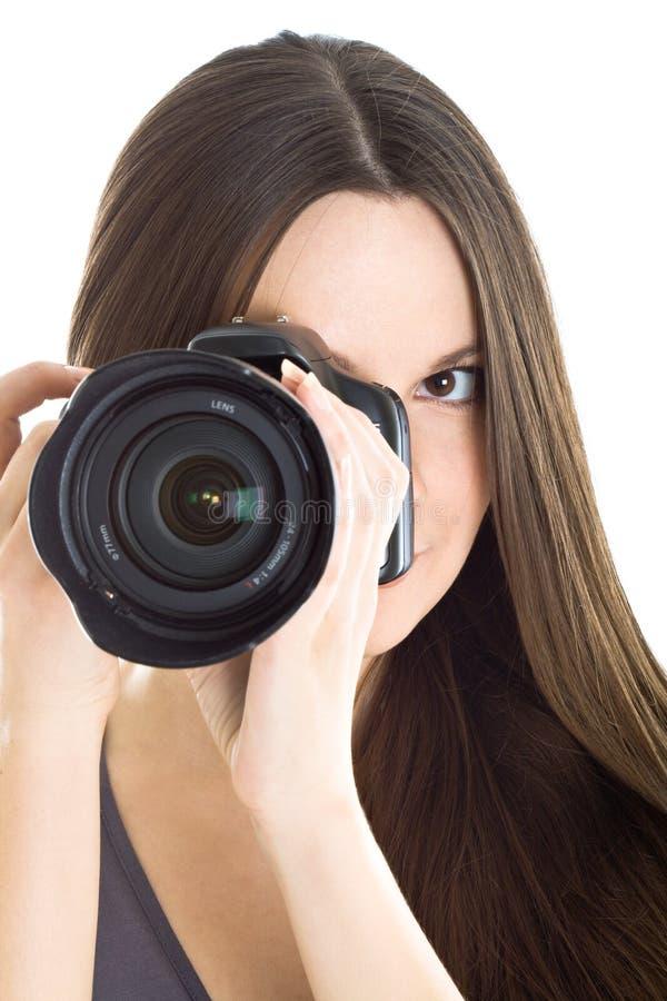 Retrato de una mujer joven hermosa con la cámara foto de archivo