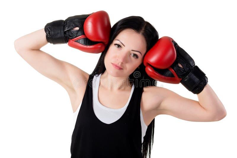 Retrato de una mujer morena joven hermosa con glo rojo del boxeo imagen de archivo