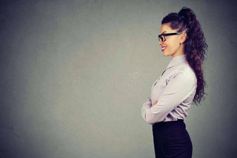 Retrato de una mujer de negocios sonriente hermosa foto de archivo libre de regalías
