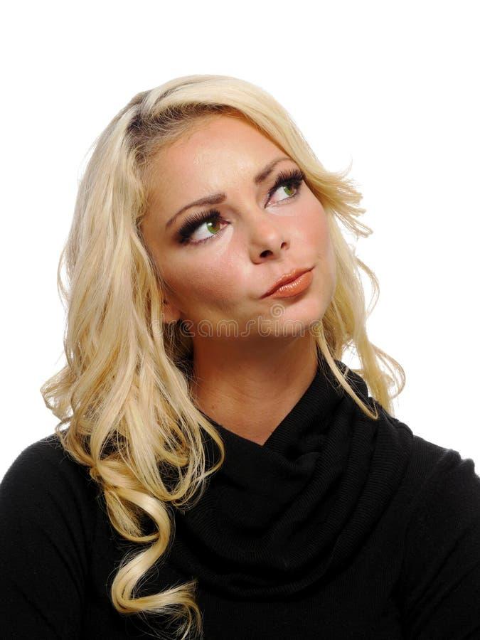 Retrato de una mujer rubia atractiva foto de archivo libre de regalías