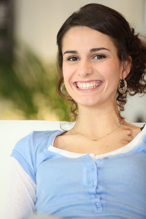 Retrato de una mujer sonriente fotografía de archivo