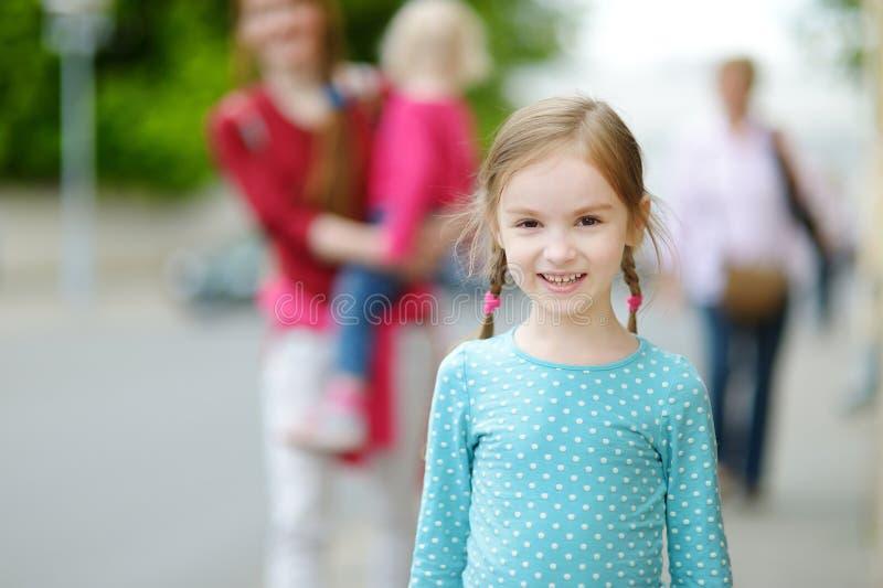 Download Retrato de una niña linda foto de archivo. Imagen de adorable - 42443266