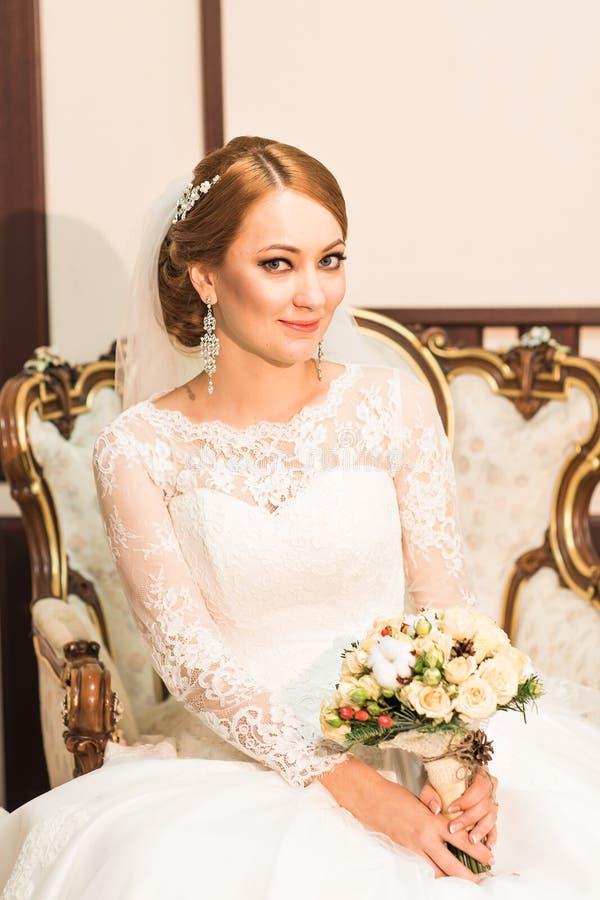 Retrato de una novia con maquillaje de la boda fotos de archivo libres de regalías