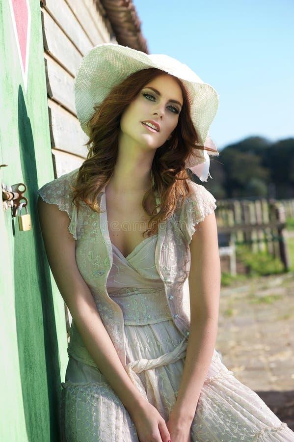 Retrato de una novia del verano fotografía de archivo