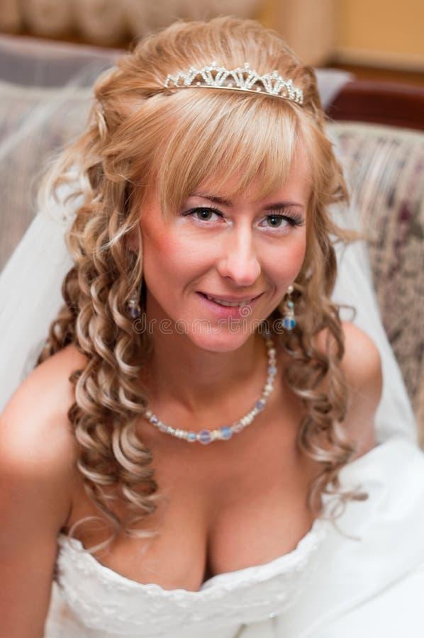 Retrato de una novia hermosa joven imagen de archivo