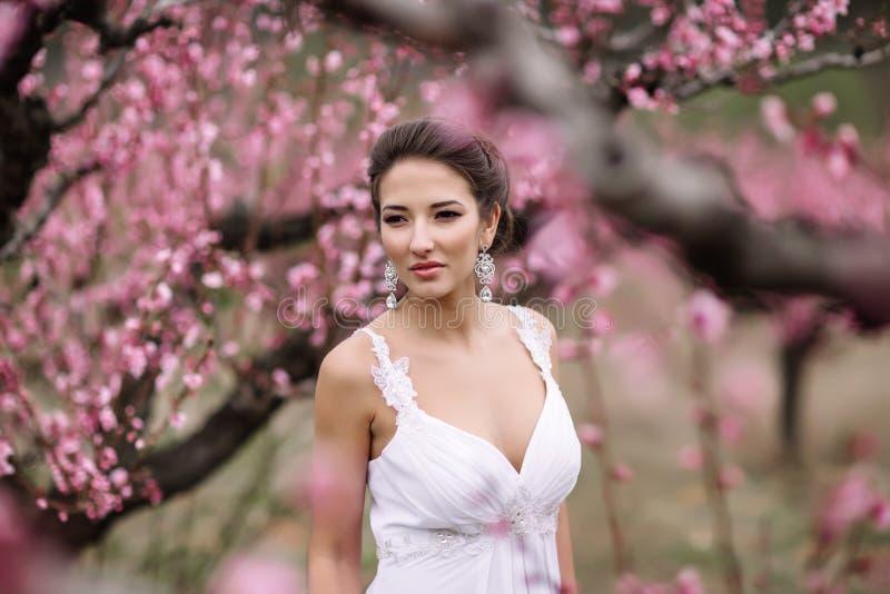 Retrato de una novia morena hermosa fotografía de archivo