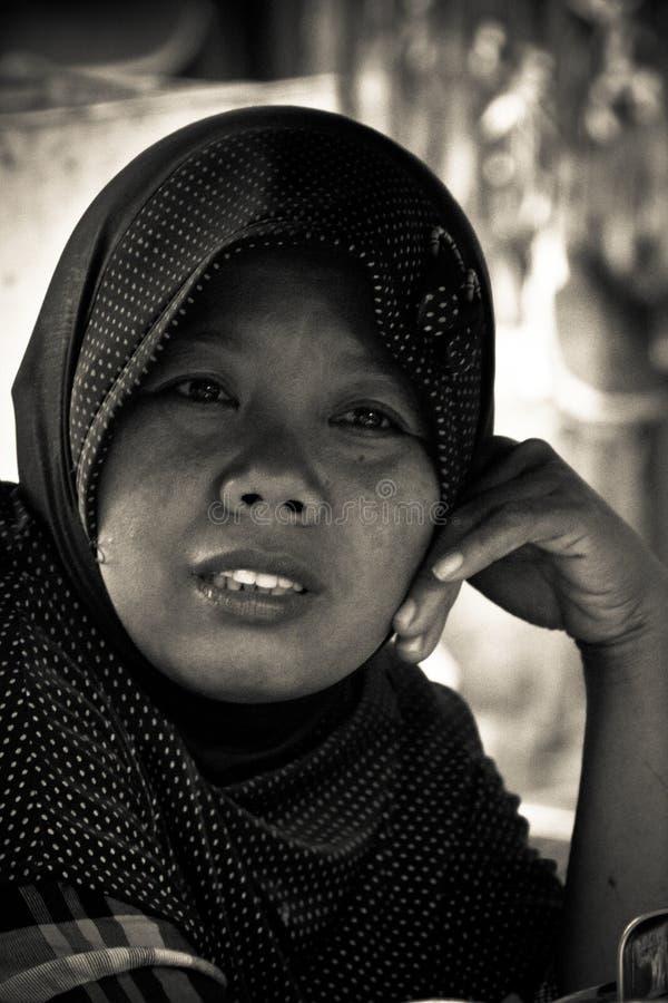 Retrato de una señora musulmán en Jakarta, Indonesia imagen de archivo