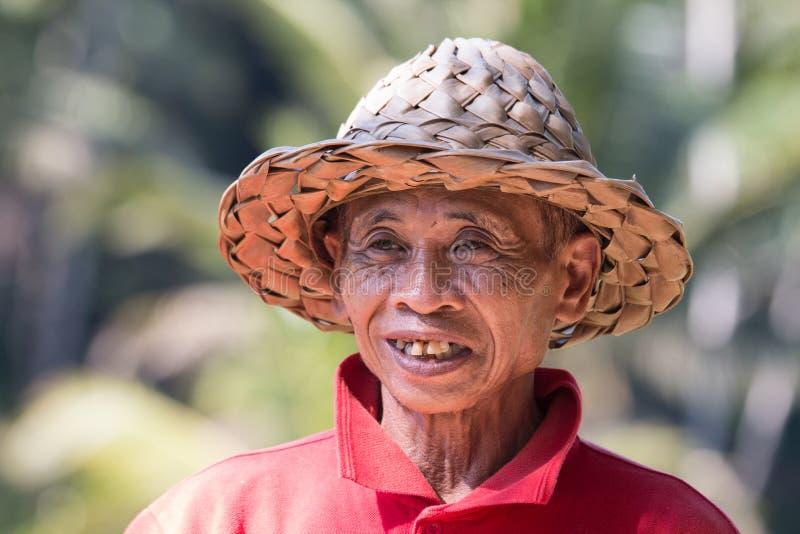 Retrato de una sonrisa indonesia del granjero fotos de archivo libres de regalías