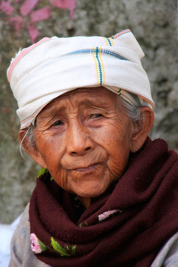 Retrato de una vieja mujer burmese, Mingun, Mandalay, Myanmar imágenes de archivo libres de regalías
