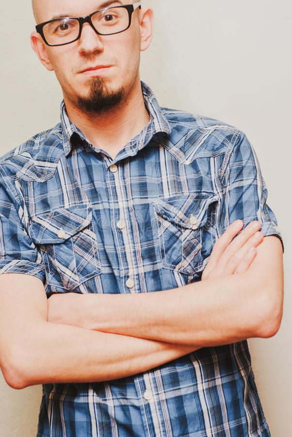 Retrato de vidros vestindo do homem considerável novo fotos de stock
