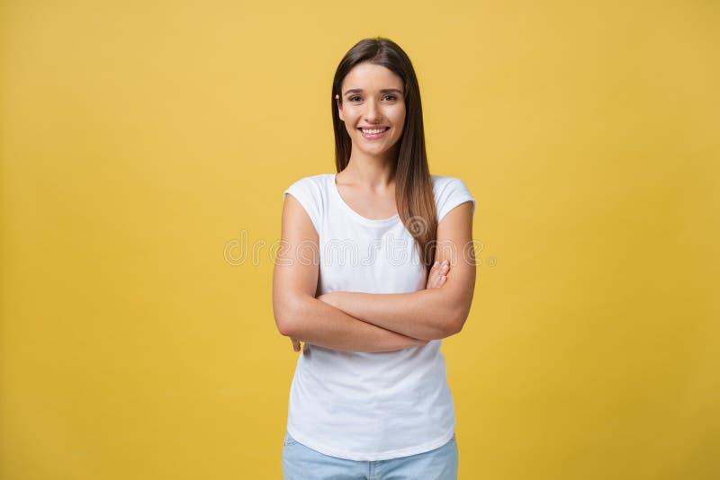 Retrato del adolescente joven con la piel sana que lleva el top rayado que mira la cámara Modelo caucásico de la mujer con foto de archivo libre de regalías