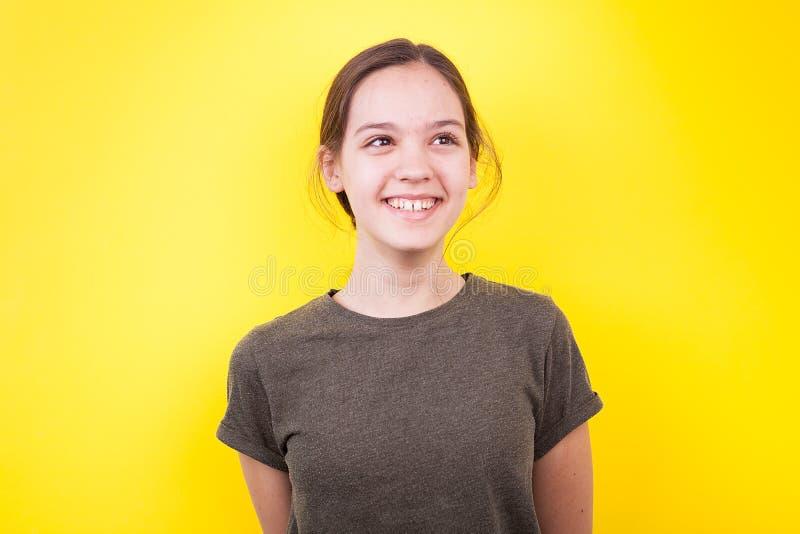 Retrato del adolescente sonriente feliz foto de archivo