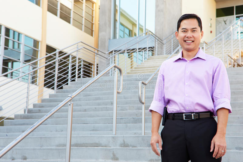 Retrato del alto profesor de escuela Standing Outside Building fotos de archivo