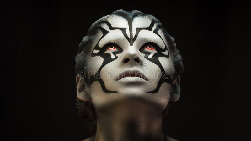 Retrato del artista de maquillaje profesional de la muchacha hermosa de la muchacha imagen de archivo