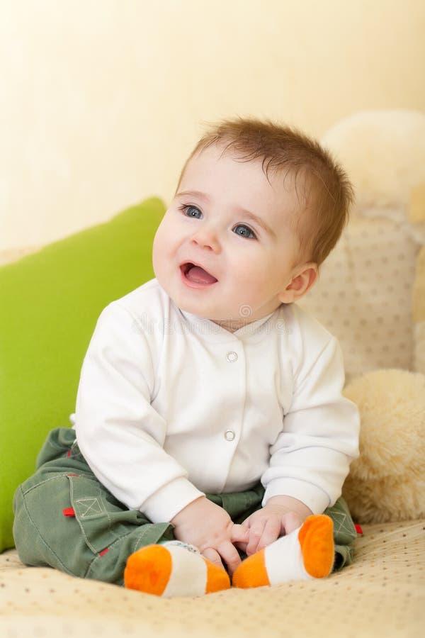 Retrato del bebé adorable de los azul-ojos fotografía de archivo