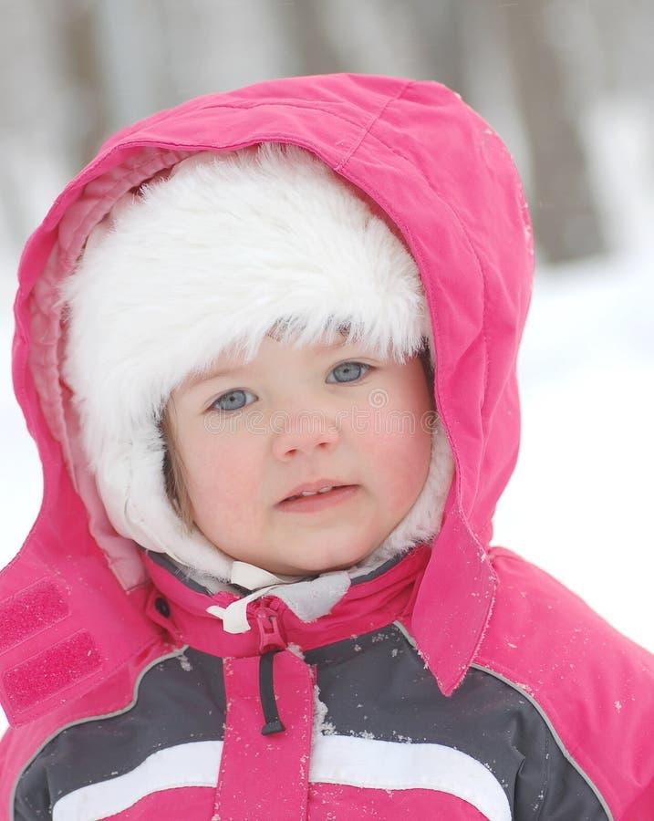 Retrato del bebé en invierno fotografía de archivo