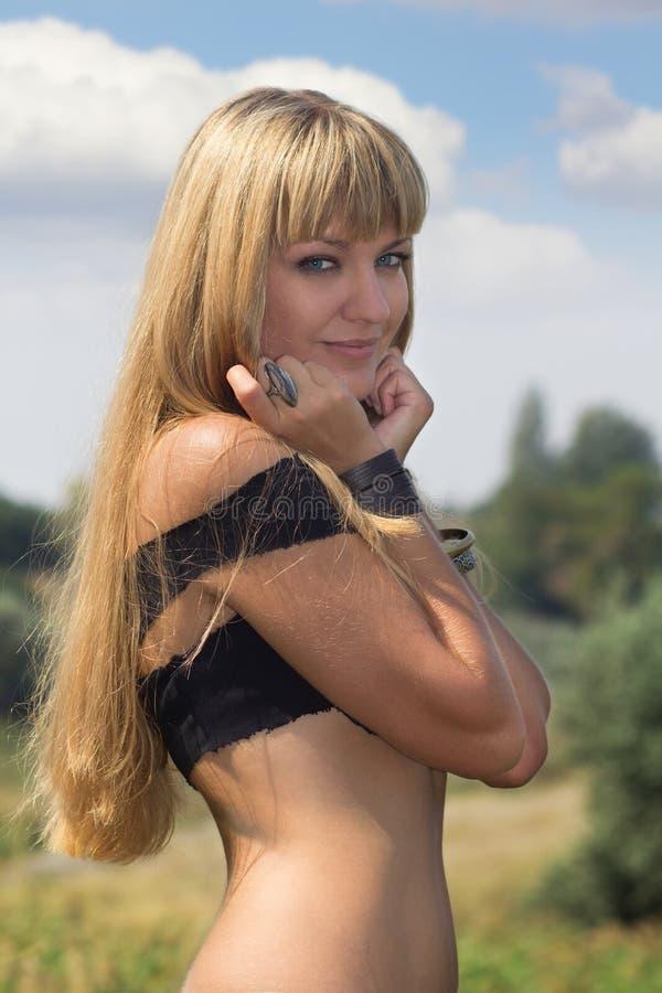 Retrato del blonde con los ojos azules imagen de archivo