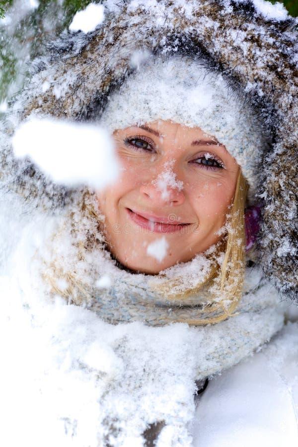 Retrato del blonde hermoso del invierno imágenes de archivo libres de regalías
