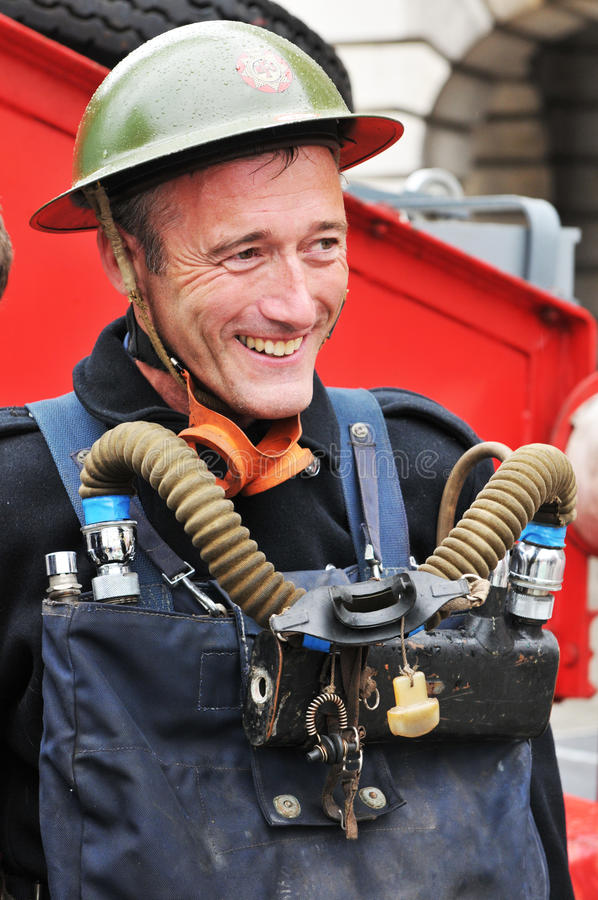 Retrato del bombero de la vendimia imágenes de archivo libres de regalías