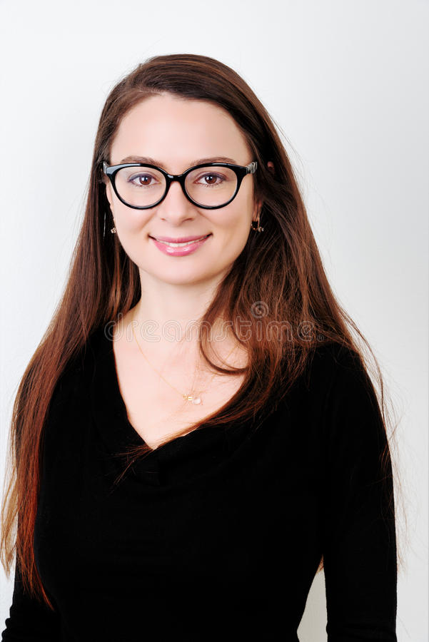 Retrato del brunette sonriente joven fotografía de archivo libre de regalías