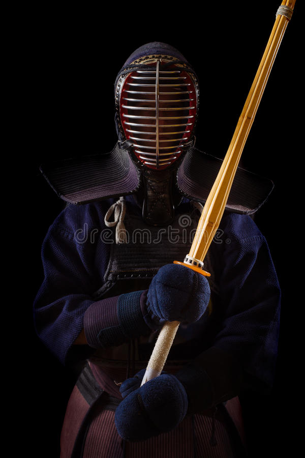 Retrato del combatiente del kendo del hombre con bokuto foto de archivo libre de regalías