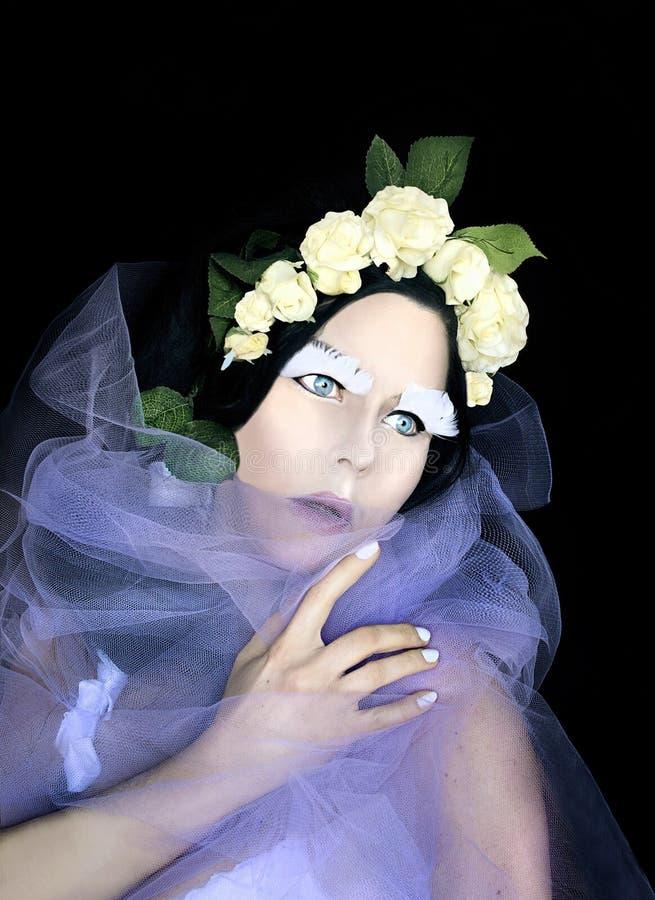 Retrato del concepto de la mujer extraña con maquillaje de la fantasía imagen de archivo
