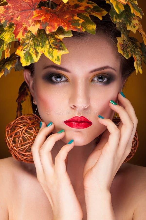 Retrato del concepto hermoso del otoño de la mujer foto de archivo
