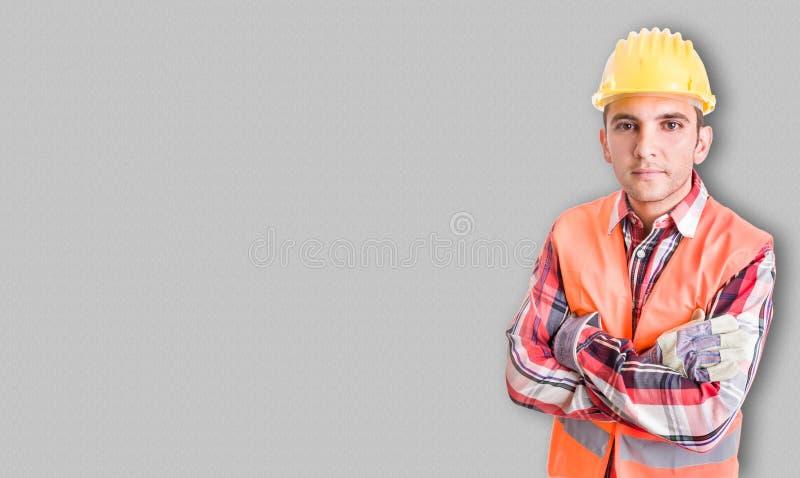Retrato del constructor hermoso con el equipo de la protección y h imágenes de archivo libres de regalías