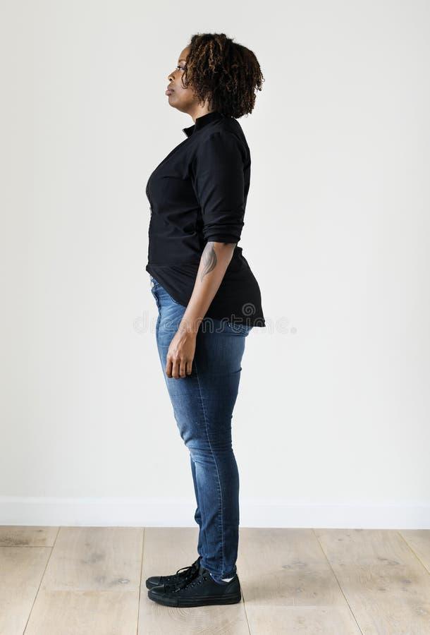 Retrato del cuerpo completo de la mujer negra imagen de archivo libre de regalías