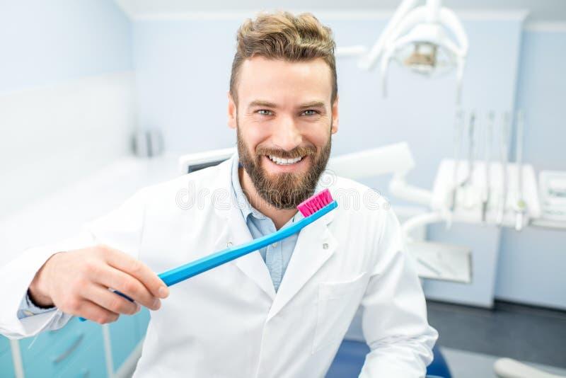 Retrato del dentista divertido fotografía de archivo