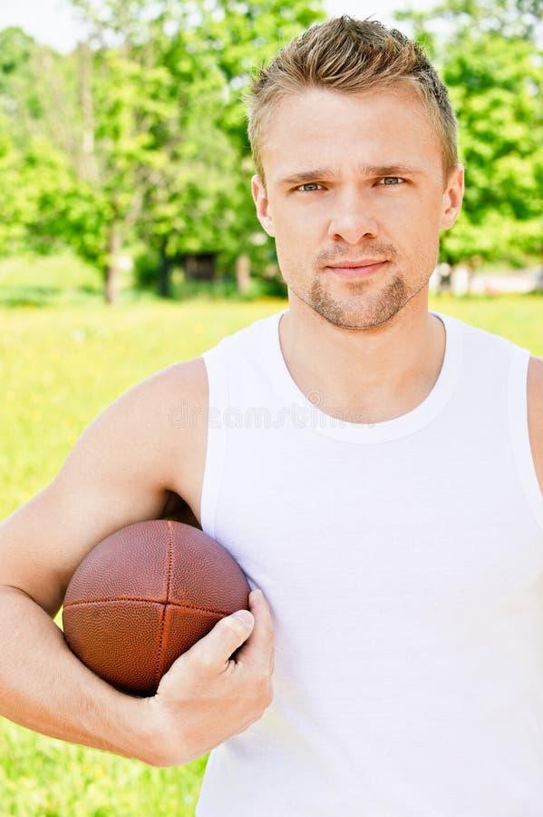 Retrato del deportista del rugbi