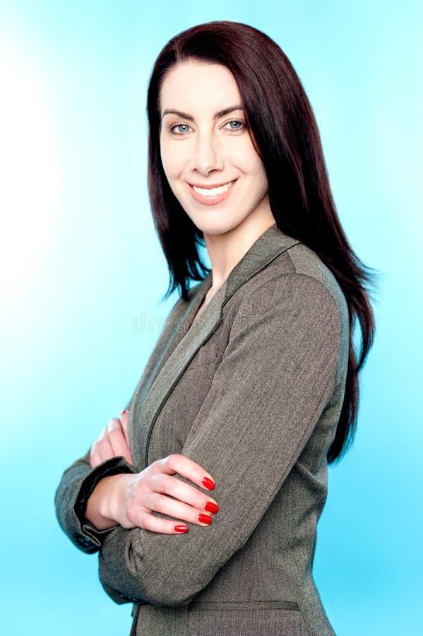Retrato del ejecutivo de sexo femenino sonriente acertado imagen de archivo libre de regalías
