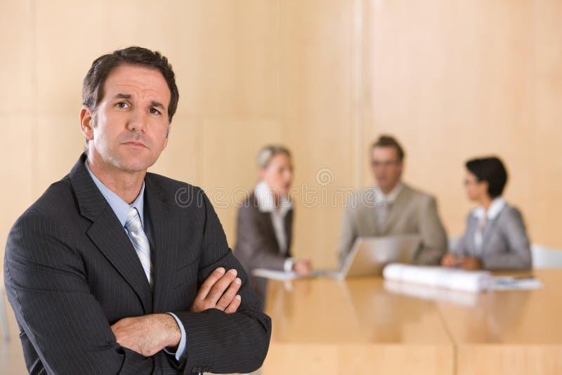 Retrato del ejecutivo de sexo masculino hermoso imagen de archivo