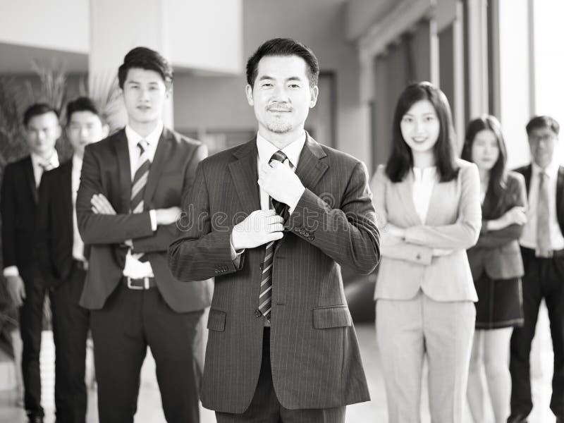 Retrato del equipo de hombres de negocios asiáticos imágenes de archivo libres de regalías