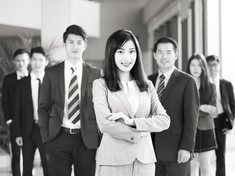 Retrato del equipo de hombres de negocios asiáticos imagenes de archivo