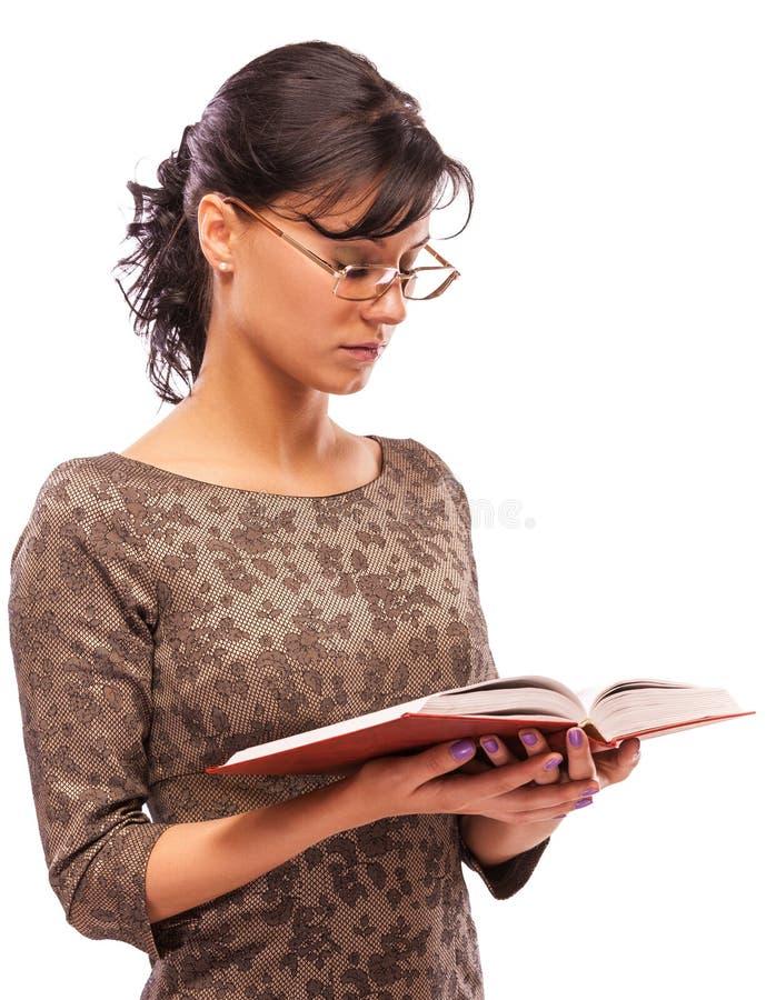 Retrato del estudiante encantador con el libro de textos imagenes de archivo