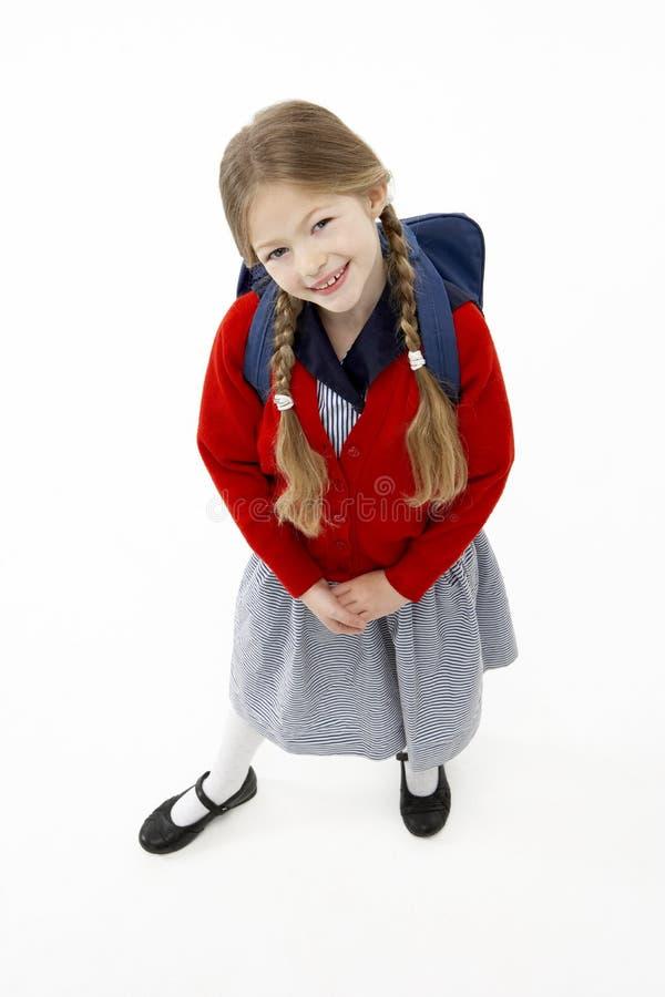 Retrato del estudio del bolso de escuela sonriente de la muchacha que desgasta imagenes de archivo