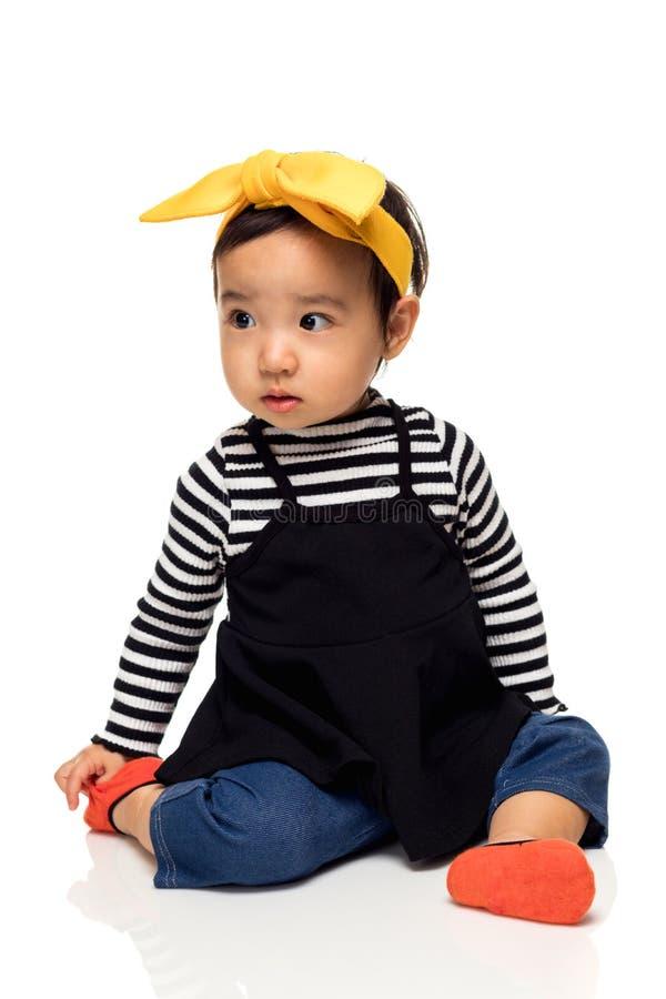 Retrato del estudio del niño asiático precioso de la niña imágenes de archivo libres de regalías