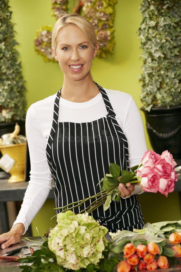 Retrato del florista de sexo femenino In Shop fotografía de archivo