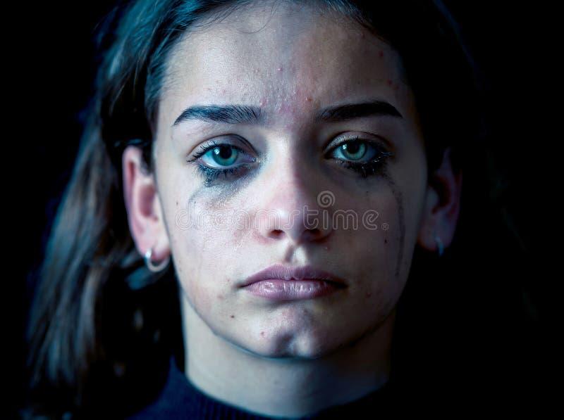 Retrato del griter?o triste, infeliz de la chica joven Desamparado, deprimido fotografía de archivo libre de regalías