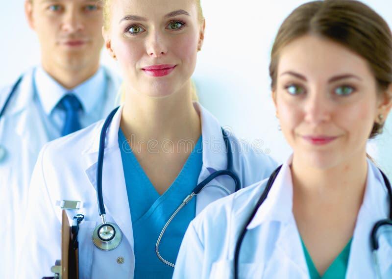 Retrato del grupo de colegas sonrientes del hospital fotos de archivo libres de regalías