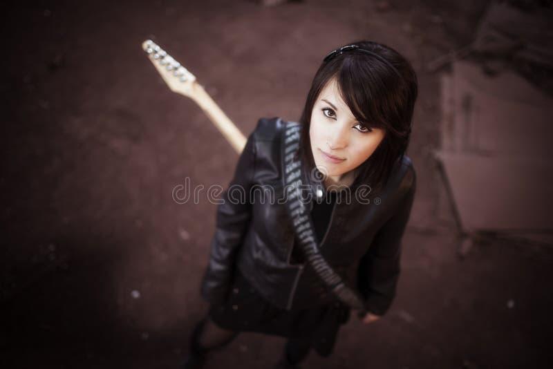 Retrato del guitarrista desde arriba imagen de archivo