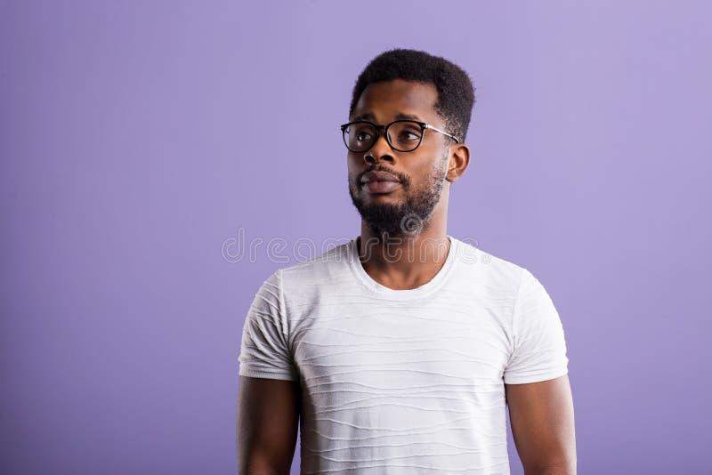 retrato del hombre afroamericano joven hermoso foto de archivo